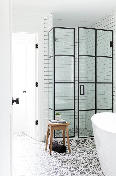 Black and White Quatrefoil Pattern Cement Bath Floor Tiles .