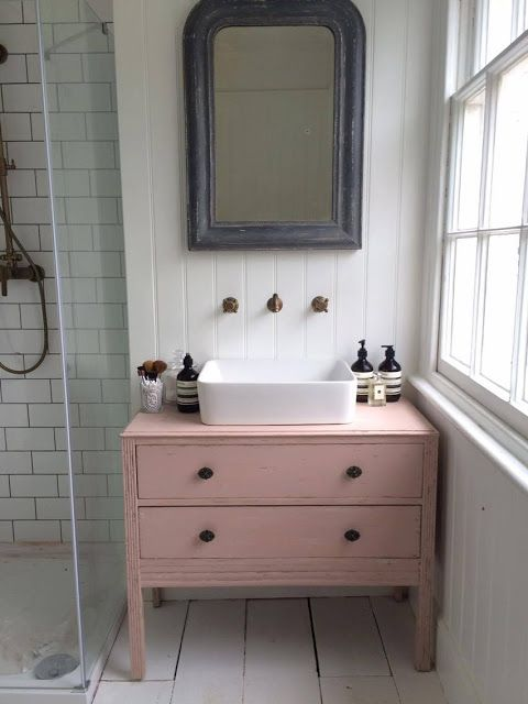 15 Beautiful Makeover Ideas for a Snazzy DIY Bathroom Vanity .