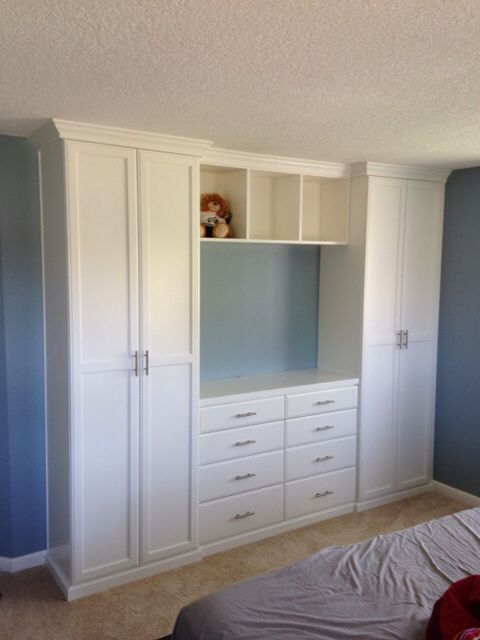 Closet and TV Cabinet for the Bedroom. Cute! | Diseño de closet .