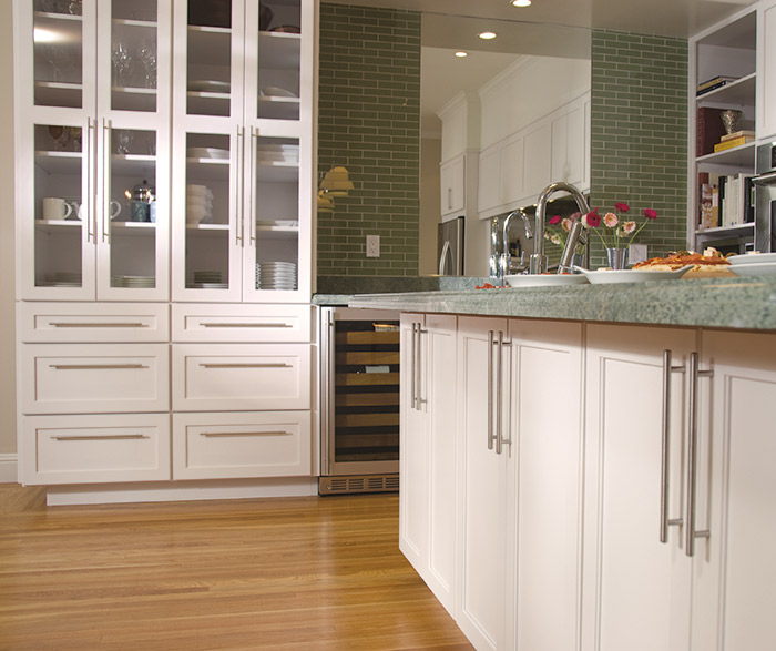 Off White Shaker Cabinets in a Contemporary Kitchen - Ome