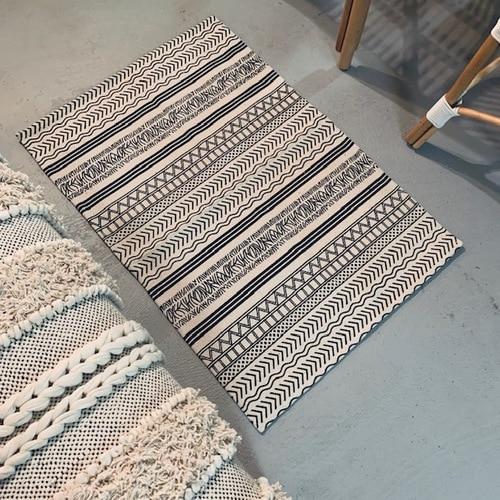 2' x 3' Rug White and Black Batik Pattern Printed Cotton Small Rug .