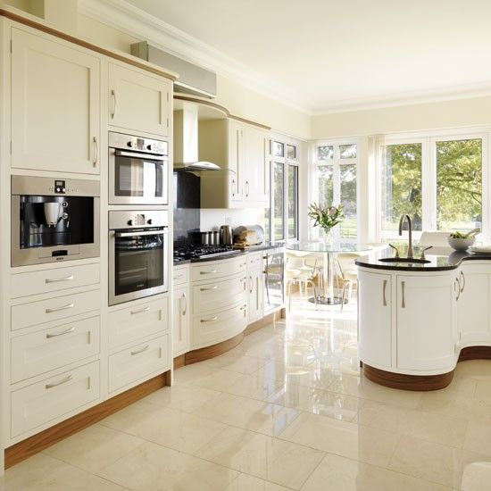 Be inspired by a cream painted country kitchen | Kitchen design .