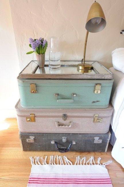 Repurposed suitcases into bedside table - so cute! | Table de .