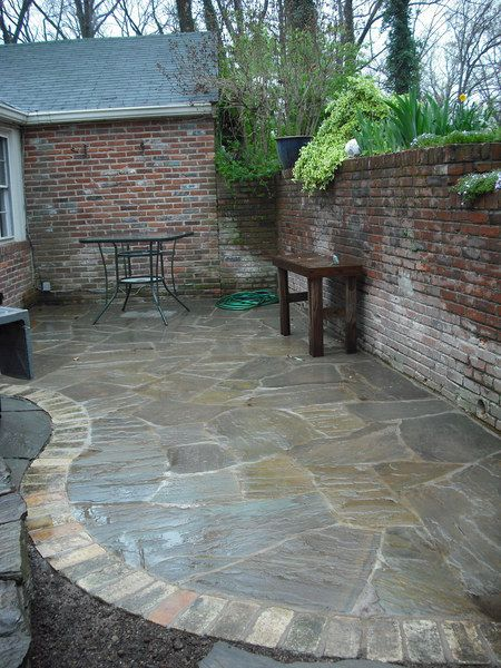 flagstone patio. I like how this is edged | Patio stones .