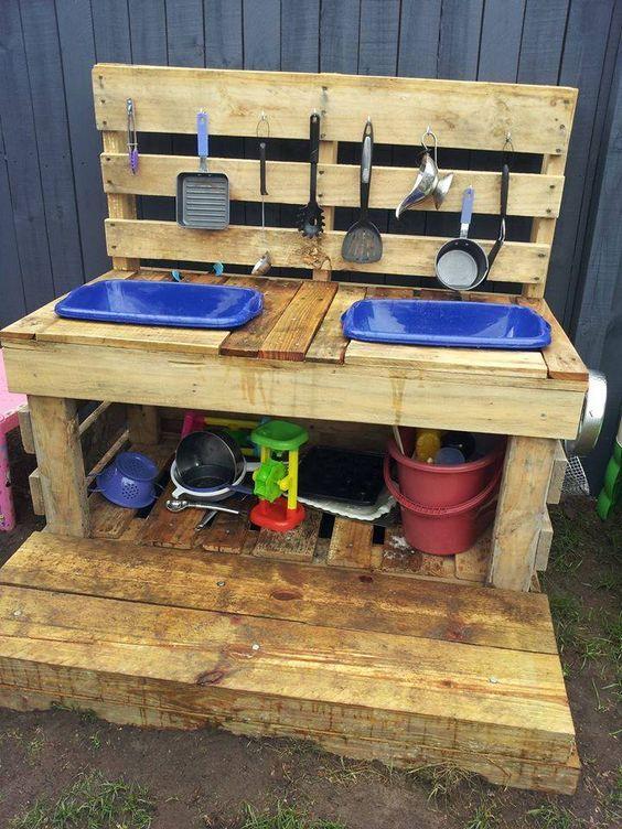 10 Fun Outdoor Mud Kitchens for Kids - Garden Ideas | Mud kitchen .