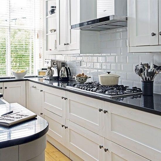 White kitchen with black worktop in 2020 | Kitchen black counter .