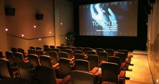 Pamplin Media Group - Living Room Theaters says unhappy Regal .
