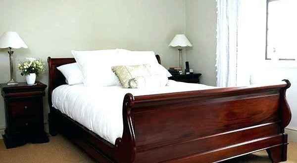 Solid Mahogany Bedroom Furniture Set   Oak bedroom furniture sets .