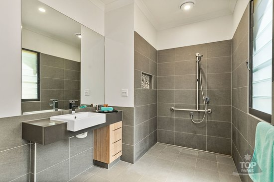 Modern Bathrooms with Disability Access at Kimberleyland's new .