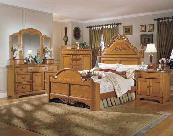 The Unique Design And Engraving Of The Interior Oak Bedroom Set .