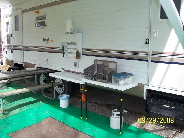 He built an outdoor kitchen that mounts to the side of the camper .