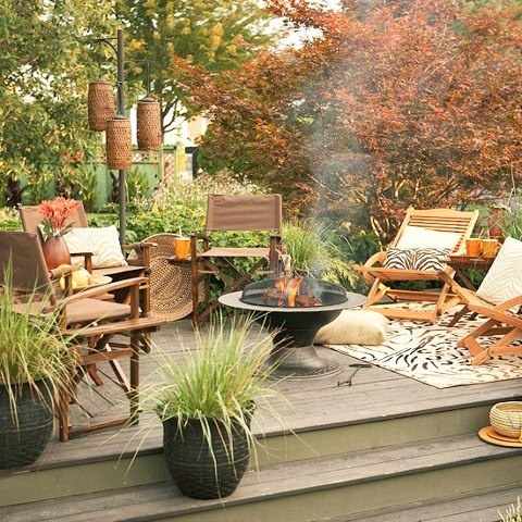 55 Cozy Fall Patio Decorating Ideas - DigsDi