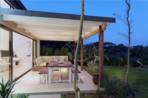 Apply The Patio Roof To Get The Elegant Look For The House .