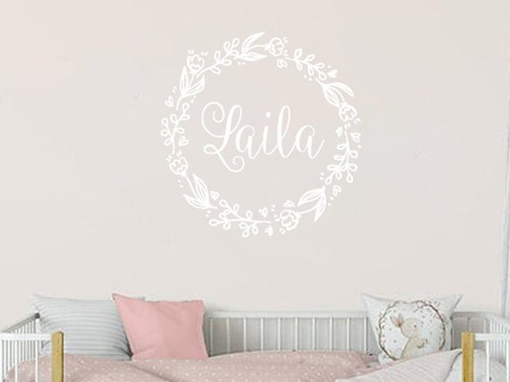 Wall Decal Baby Name. Personalised Wall stickers. Wreath | Et