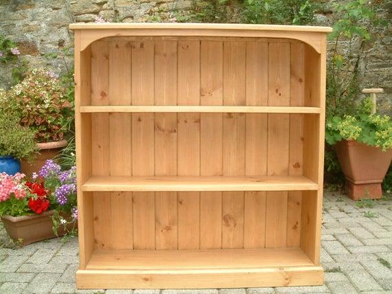 A Pine Bookcase | Et
