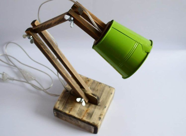 Cute Wooden Reading Desk Lamp | Desk lamp, Bedroom lamps design .