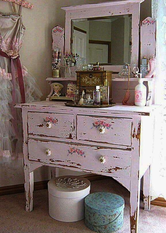 Fantastic > Shabby Vintage And Very Chic :) | Shabby chic dresser .