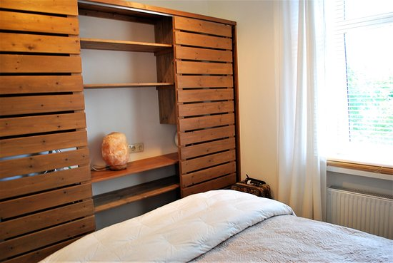 Master Bedroom - Sliding Closet Doors - Picture of White Parrot .