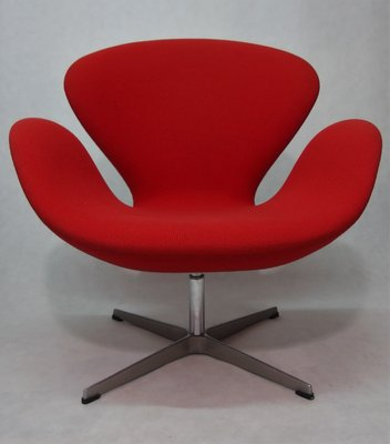 Vintage Swan Chair by Arne Jacobsen for Fritz Hansen for sale at .