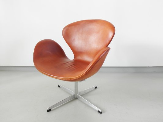 Cognac Leather Swan Chair by Arne Jacobsen, 1964 for sale at Pamo