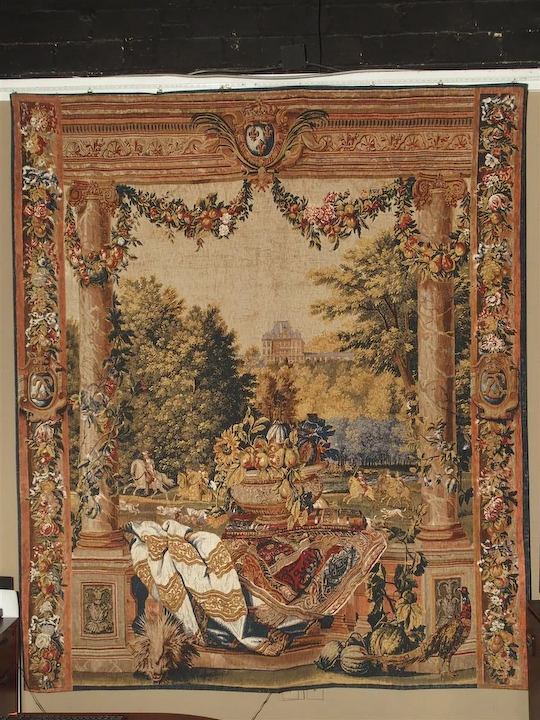 Chateau De Versailles Silkscreen Tapestry Wall Hanging : Le Louvre .