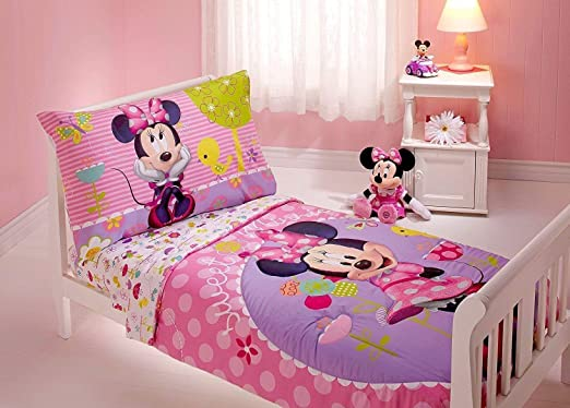 Amazon.com: Minnie Mouse 4 Piece Toddler Bedding Set: Home & Kitch