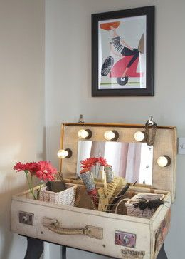 suitcase vanity table | Suitcase decor, Vintage suitcase table, Dec