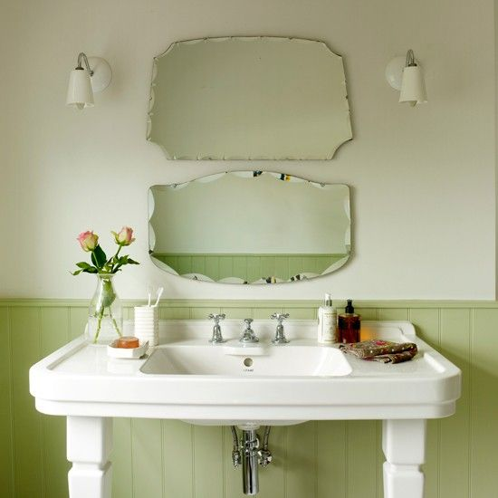 Green vintage bathroom in 2020 | Vintage bathrooms, Vintage .