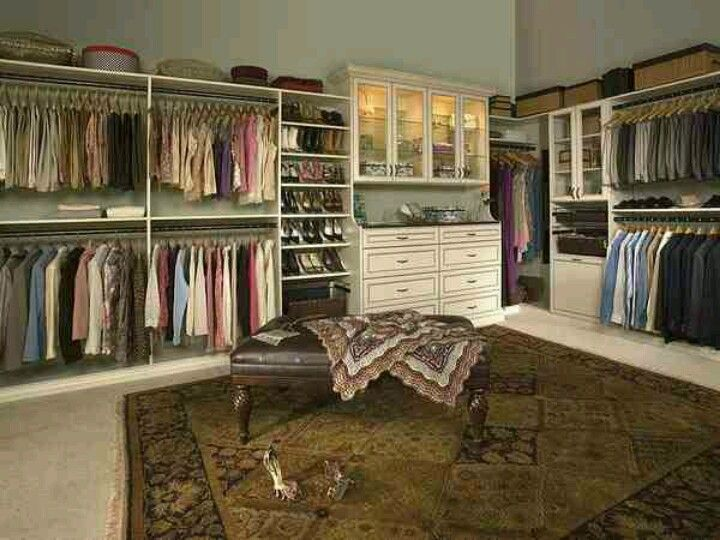 Vintage walk-in closet | Build a closet, Walk in closet design .