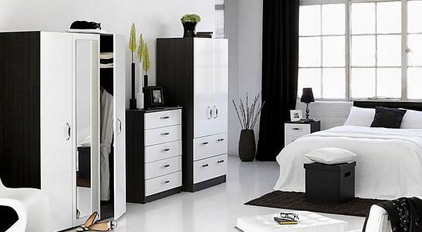 How to decorate a bedroom with white furnitu