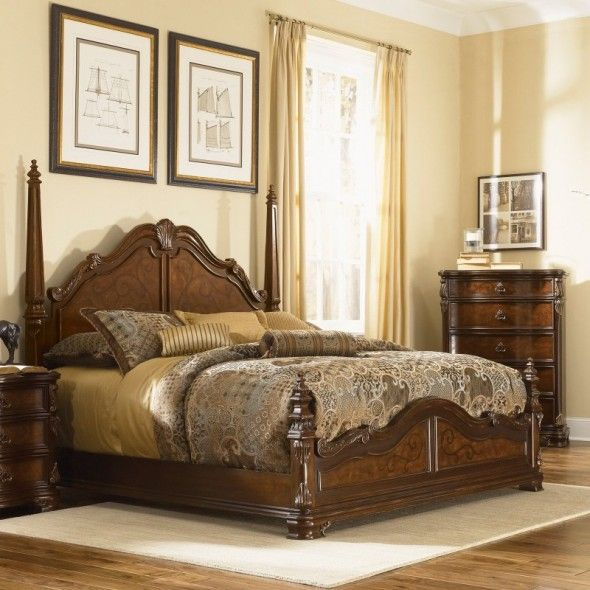 Antique Classic Elegant And Graceful Four Poster Wooden Beds .