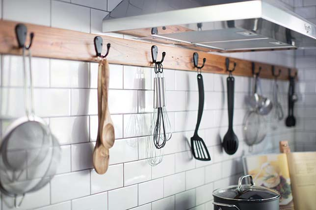 About stove hooks, kitchen decor and organization tips