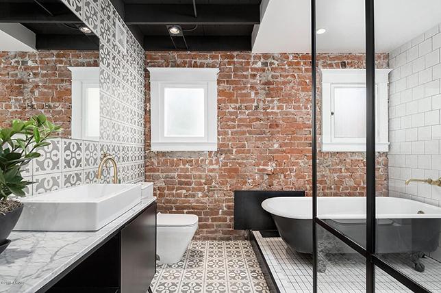 Visible rustic brick bathroom ideas