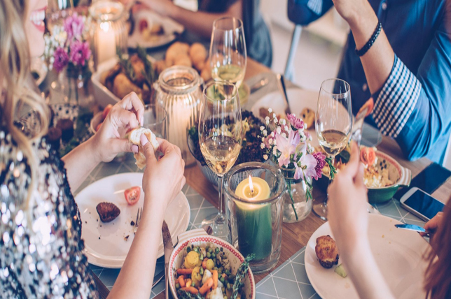 lovely thanksgiving hosting ideas
