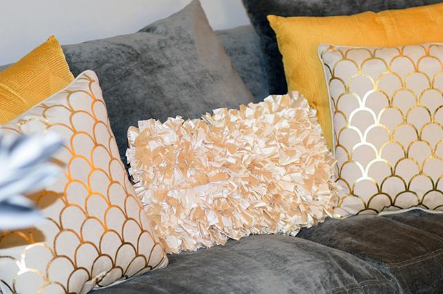 ruffled decorative pillows 2019