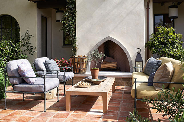 Design ideas for outdoor fireplaces