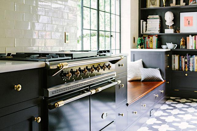 Black-gold-kitchen-renovation-trends-2019