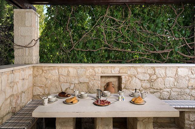 green backyard patio ideas