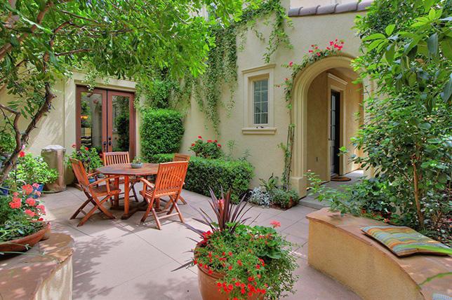 green backyard patio plant ideas