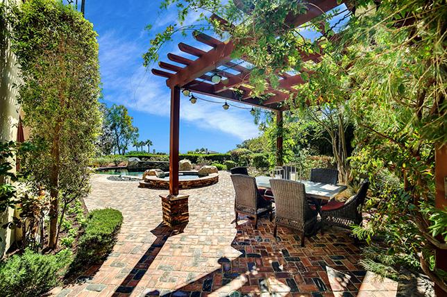 rustic backyard patio ideas