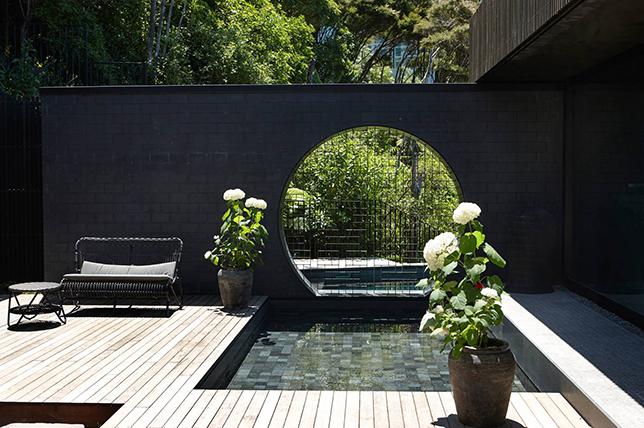 Outdoor summer decor ideas water feature