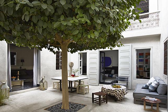 Outdoor summer decor ideas courtyard