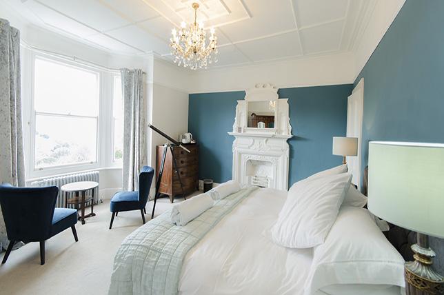 blue room interior design trends summer 2018