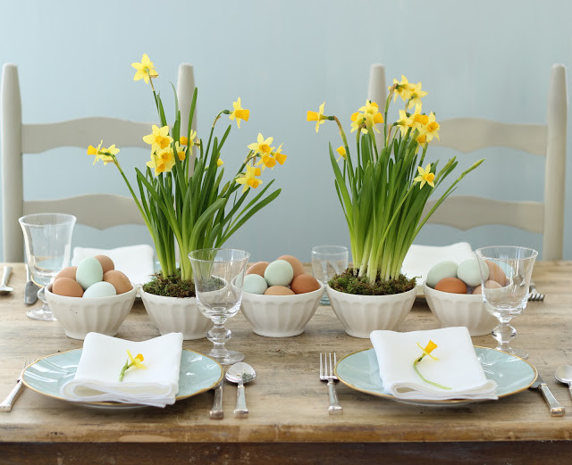 Daffodils and eggs in bowls