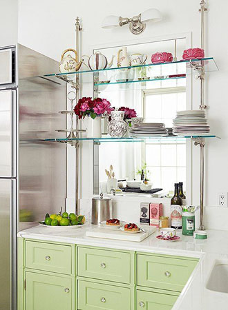 Open kitchen shelves made of glass