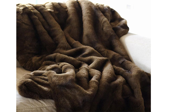 Faux fur throws design gifts