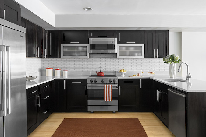 chef's kitchen white backsplash tile