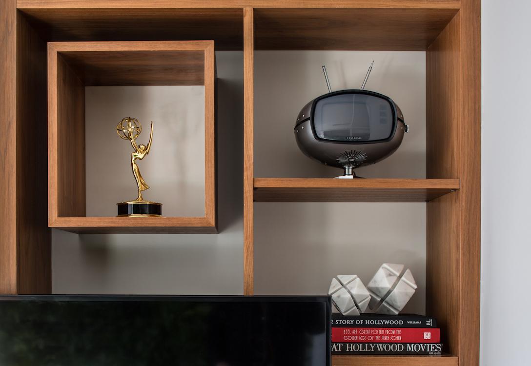 built-in shelf decorations