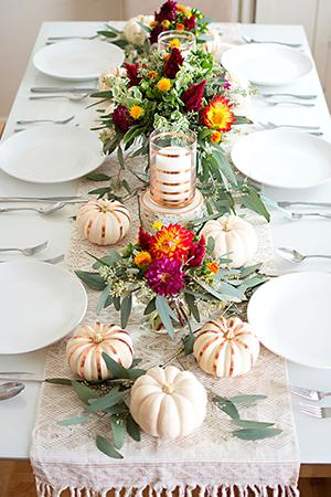 Traditional tablecloths as Thanksgiving tablescape decor ideas