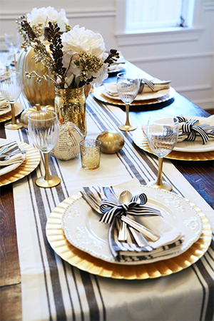 Gold Charger Plates for Thanksgiving Tablescape Decor Ideas